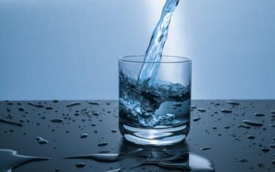 Qual o benefício da água para o organismo?